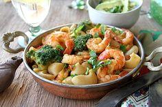 Pasta with shrimp and avocado sauce