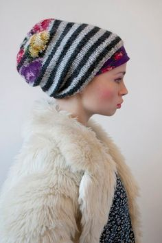 Use old needlepoint for top of pillbox style hat? Scarf Hat, Knit Beanie, Beanie Hats, Beanies, Hand Knitting, Knitting Patterns, Knit Crochet, Crochet Hats, Knitting Accessories