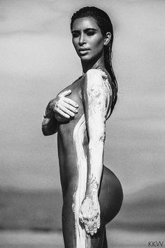 Kim Kardashian naakt in woestijn voor Kesler Tran - VK Magazine Kourtney Kardashian, Kardashian Family, Kardashian Style, Kardashian Jenner, Kim Kardashian Photoshoot, Kardashian Fashion, Kendall Jenner, Photo Choc, Business Woman Successful