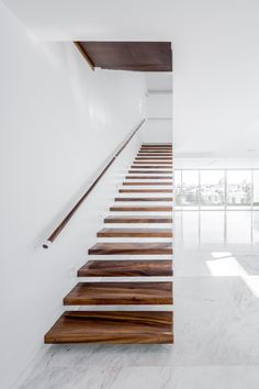V House, Mexico, Abraham Cota Paredes Arquitectos, Barragan Interior Stairs, Home Interior Design, Scandinavian Interior Living Room, Modern Decorative Objects, Balustrades, Banisters, Railings, Escalier Design, Architecture Design