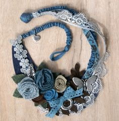 Diy Fabric Jewellery, Textile Jewelry, Brooches Handmade, Handmade Bracelets, Handmade Jewelry, Fabric Roses, Fabric Ribbon, Fabric Flower Necklace, Hippy Chic