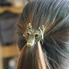 Hair bands featuring a norse style wolf head. Each set contains 3 hair bands. Features: Made to last from top quality zinc alloy Available in 3 different metal