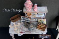 Close up table avec étagère à vaisselle pour flea market