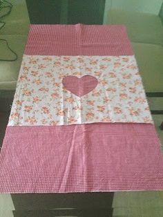ideas for patchwork passo a passo puxa saco Baby Patchwork Quilt, Patchwork Cushion, Crazy Patchwork, Patchwork Patterns, Blue Quilts, Quilt Patterns, Tutorial Diy, Pillow Tutorial, Sewing Tutorials