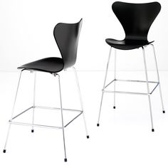 Fritz Hansen - Series 7™ by Arne Jacobsen.