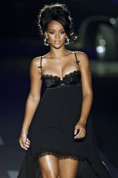 Browse Milan Fashion Week Spring 2008 pictures from the Dsquared² runway show. Best Of Rihanna, Rihanna Style, Rihanna Work, Beautiful Black Women, Beautiful People, Rihanna Outfits, Rihanna Fenty, Hollywood, Lingerie
