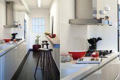 Ideas para una cocina de pocos metros  Una angosta y larga barra con banquetas altas sirve para una comida rápida o para estar en compañía mientras se cocina.         Foto:Archivo LIVING