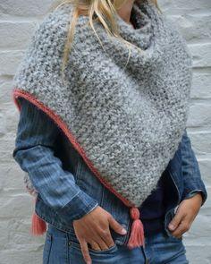 Phildar knit shawl - The wrap - Dom Ladou - - Châle tricot Phildar - L'enveloppant Phildar knit shawl - The wrap - Poncho Knitting Patterns, Knitting Blogs, Knitted Poncho, Knitted Shawls, Crochet Scarves, Knit Crochet, Knit Hats, Hat Patterns, Lace Scarf