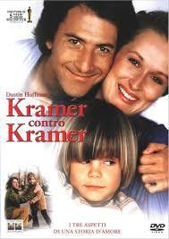Kramer contra Kramer de Robert Benton (1979). Cuando Ted Kramer (Hoffman), un ejecutivo de publicidad, es abandonado por su mujer (Streep), tiene que hacerse cargo por primera vez de su hijo: deberá conquistar el afecto del niño y hacer de padre y madre a la vez, sin descuidar su carrera profesional. (FILMAFFINITY)