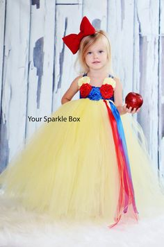 Adorable Snow White dress.  Would like to try this style out for a Cinderella dress though :)  or Belle and do pick ups on the skirt.