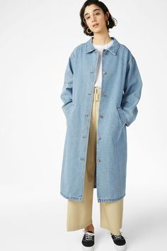 A sturdy denim coat made from 100% organic cotton, with slanted front pockets and signature denim buttons 3 Let's roll up those sleeves! In a size small th