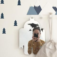 Hello! I'm the new hanging mirror!   Os presentamos el nuevo espejo colgante! Puedes colgarlo en todos nuestros colgadores o en cualquier sitio donde te interese tener un espejo ideal para los peques de la casa. Hecho de un material súper resistente y muy ligero. Disponible en tres formas distintas. Disponible en www.tresxics.com