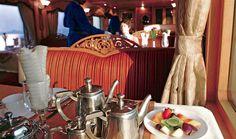Desayuno en el tren de lujo Deccan Odyssey