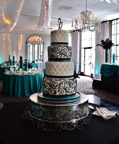 OOOHHH, AAAHHH! Quilted scrollwork wedding cake!!!!!