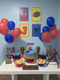Want ideas on how to decorate the table, or what kind of bottom panel to use the shower decoration Spider-Man? Spiderman Birthday Cake, Superman Birthday Party, Spiderman Theme, Avengers Birthday, Superhero Birthday Party, Fête Spider Man, Spider Man Party, Birthday Party Decorations, Baby