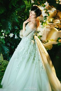 Oh this whimsical dress from W.H.Chen Haute Couture is absolute bliss!