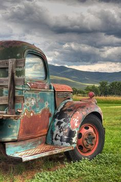 Outdoors Discover Old vintage cars autos 57 Ideas Old Vintage Cars Vintage Trucks Old Cars Antique Cars Antique Trucks Classic Trucks Classic Cars Chevy Classic Pompe A Essence Old Vintage Cars, Vintage Trucks, Old Cars, Antique Cars, Antique Trucks, Vintage Doors, Ford Trucks, Pickup Trucks, Diesel Trucks