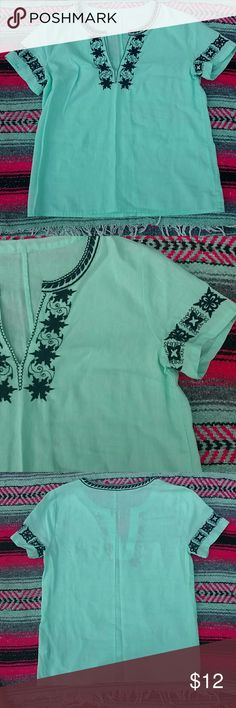 Boho Embroidered Top. This gorgeous top is 55% Linen and 45% Cotton! This top is Nwot. It has never been worn! Tops Blouses