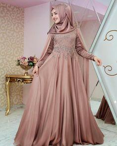 Farklı renk tonu arayanlara🍂🍁 Samyeli pelerin abiyeler www.gamzeozkul.com ve satış noktalarımızda 🤗  #gamzeozkul #newcollection #dress #hijab #hijabfashion Simple Elegant Dresses, Lovely Dresses, Stylish Dresses, Dress Brokat Muslim, Muslim Dress, Hijab Style Dress, Dress Outfits, Fashion Dresses, Bridesmade Dresses