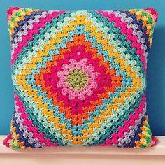 Likes, 31 Comments - Neverland (neverlands_hobbyworld): . Diy Crochet Pillow, Crochet Pillow Patterns Free, Crochet Cushion Cover, Crochet Diy, Crotchet Patterns, Crochet Cushions, Crochet Home, Motif Mandala Crochet, Crochet Motifs
