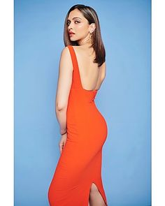 Deepika looked ravishing in a sleeveless red midi dress with matching stilettos and gold chain drop earrings. For the makeup, she rocked a brick red lipstick, peach blush and her strong brows framed her face.