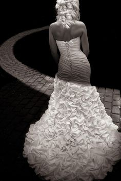 So this kind of shot isn't possible because my dress isn't like hers, but it's still really cool. :)