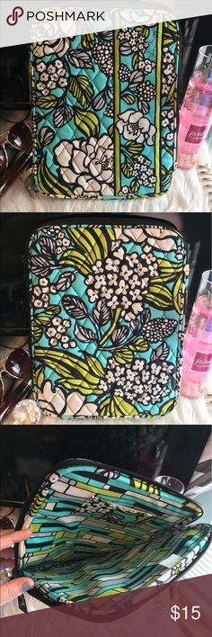 Vera Bradley tablet case BARELY USED! This is in the print island blooms (which is a retired pattern). This can fit my iPad Air with a case already on it. This is in brand new condition. Not accepting offers at this time! Any questions please ask💕. Clean smoke free home! Vera Bradley Accessories Laptop Cases