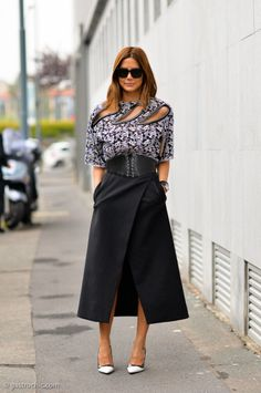 How to Wear an Envelope Midi Skirt - black envelope midi skirt worn with white heels + a show-stopping cut-out printed top.