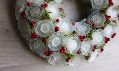 Рождественский венок из яичных лотков