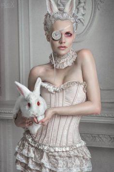Alice im Wunderland Hase Kostüm selber machen | Kostüm Idee zu Weihnachten, Karneval, Halloween & Fasching