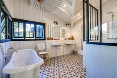 Bathroom inspiration ideas Easy Way Regarding How To Fix Your Home's Interior Bathroom Renovations, Bathroom Inspiration, Corner Bathtub, Small Bathroom, Small Spaces, Interior Decorating, House Design, Home Decor, Villa