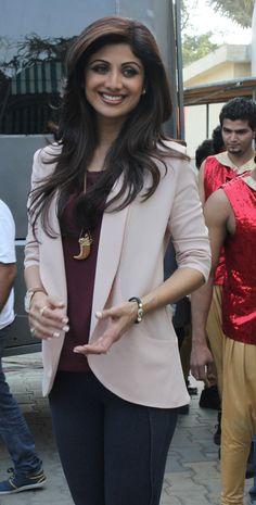 Shilpa Shetty Photos - Shilpa Shetty busy in promoting 'Dishkiyaoon' movie Mangalore, Beautiful Bollywood Actress, Most Beautiful Indian Actress, Bollywood Girls, Bollywood Fashion, Bollywood Stars, Chic Outfits, Trendy Outfits, Fashion Outfits
