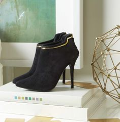Black, gold, and sleek all over. #DSW #Luxe810