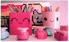 Chez cette Fille: Les pots à crayons Kawaii... jevais customiser mes boites dans mon atelier moi Diy Kawaii, Kawaii Crafts, Kawaii Room, Diy Crafts For Kids, Fun Crafts, Kawaii Crush, Pot A Crayon, Cute Stationary, Hello Kitty
