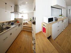 キッチンと造作カウンターの様子