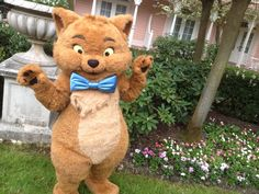 #Disneyland Paris. Toulouse helped with the 2014 Easter Egg Hunt in garden of the the Disneyland Hotel #DLP #DLRP #Disney #DLH #Aristocats #Cats