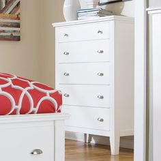 Signature Design by Ashley Langlor 5 Drawer Chest
