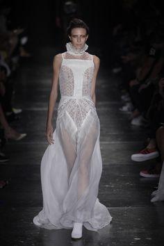 Helo Rocha estreia no inverno 2016 do SPFW - Vogue | Desfiles