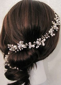 Cream freshwater pearls cluster of crystal rhinestone by Motrya