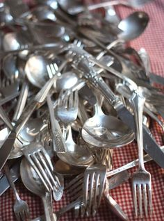 A couple weeks ago when we shared the story behind creating a full set of mismatched silverplate flatware , we got the following question fr...