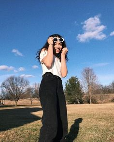Grunge Photography, Tumblr Photography, Creative Photography, Stylish Summer Outfits, Trendy Outfits, Depressing Songs, Cute Cartoon Wallpapers, Greggs, Curvy Outfits