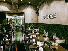 10 excellent restaurants in Vienna, from traditional taverns to modern hotspots Restaurant Bar, Vienna Restaurant, Coffee Restaurants, Wiener Schnitzel, Interior Architecture, Interior Design, Gourmet Recipes, Traditional, Table Decorations