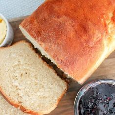 Baking bread at home isn't as scary as it sounds, and is easier to make than you probably think. If you wanna try making homemade bread here's an easy way. Best Bread Recipe, Easy Bread Recipes, Banana Bread Recipes, Whole Food Recipes, Cooking Recipes, Sauce Recipes, Baking Bread At Home, Homemade Sandwich, Food Dishes