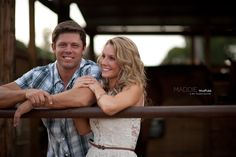 7 Tricks that your wedding photographer won't tell you about the engagement session!  Maddie Moree http://maddiemoree.com/the-engagement-session-tricks/