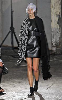 Comme des Garçons at Paris Spring 2011 Moda Paris, Comme Des Garcons, Paris Fashion, Leather Skirt, Runway, Punk, Chic, Spring, Skirts