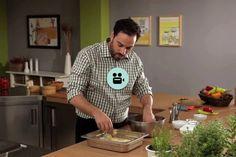 Πώς να φτιάξουμε κρουτόν   Γιάννης Λουκάκος Greek Recipes, Polo Ralph Lauren, Mens Tops, Greek Food Recipes, Greek Chicken Recipes