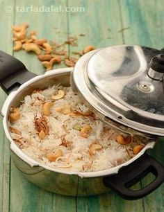 A party favorite, this ones simple to make and even a spoonful can make you really happy. The crunchiness of the fried onions, snappy cashews and juicy raisins just add to the experience. For awesome results, use home made ghee.