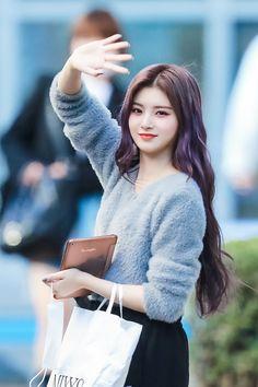 Kpop Girl Groups, Korean Girl Groups, Kpop Girls, Fashion Tag, Daily Fashion, Fashion Outfits, Kpop Girl Bands, Korean Ulzzang, Yuehua Entertainment