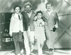 Four child actors on the MGM lot in the Freddie Bartholomew Mickey Rooney Cora Sue Collins and Jackie Cooper Classic Hollywood, Old Hollywood, Freddie Bartholomew, Beauty And The Beast, Beauty Beast, Child Actors, Old Actress, Classic Movies, Good Old