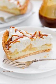 Banana, Custard and Salted Caramel Tart Pear Recipes, Sweet Recipes, Cake Recipes, Dessert Recipes, Salted Caramel Tart, Sweet Tarts, Food Cakes, Cream Cake, Cake Pans